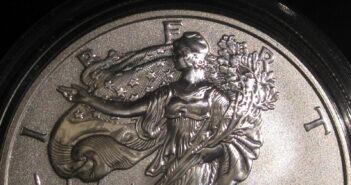 Silver Eagle Muenze5821839627_3a1dc36f06_Eric Golub_flickr