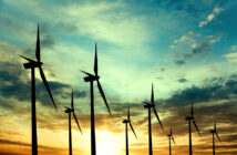 Windräder im Sonnenuntergang Windkraft